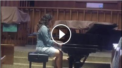 رسیتال بیتا امین و اجرای قطعه ای از دبوسی را در کلیسای پریسپتین