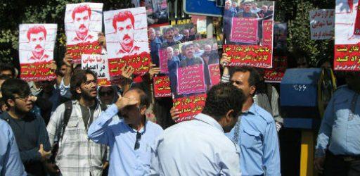تجمع مردم در مقابل وزارت کار برای درخواست آزادی فوری رضا شهابی