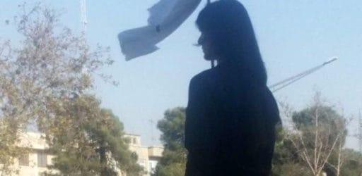 ایرانیان کجا ایستادهاند: له یا علیهِ دختران خیابان انقلاب؟